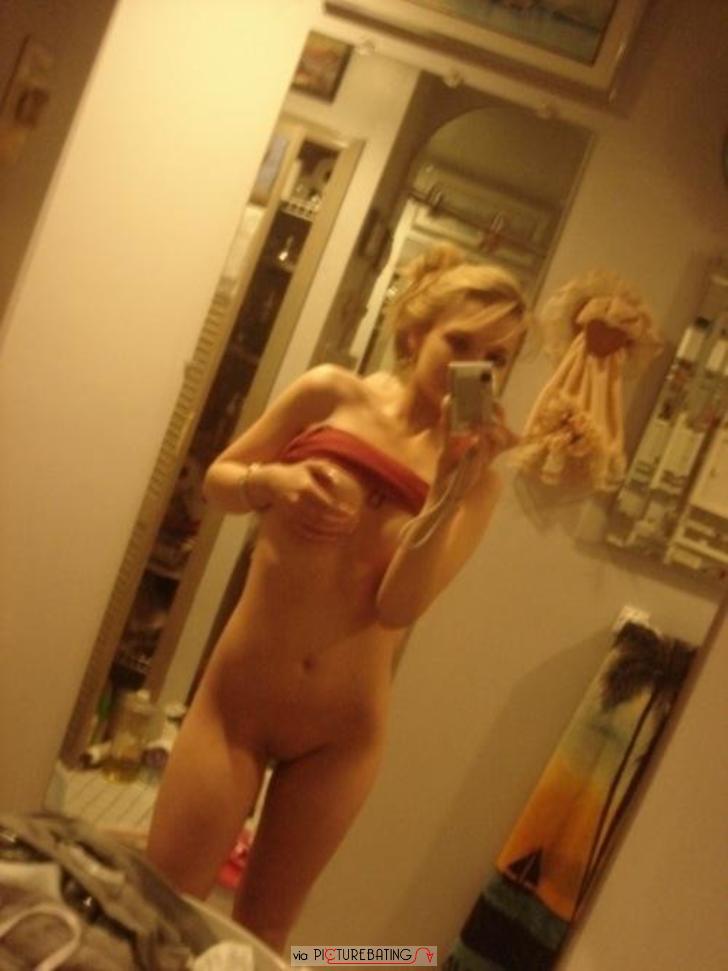 сняла себя голой перед зеркалом фото
